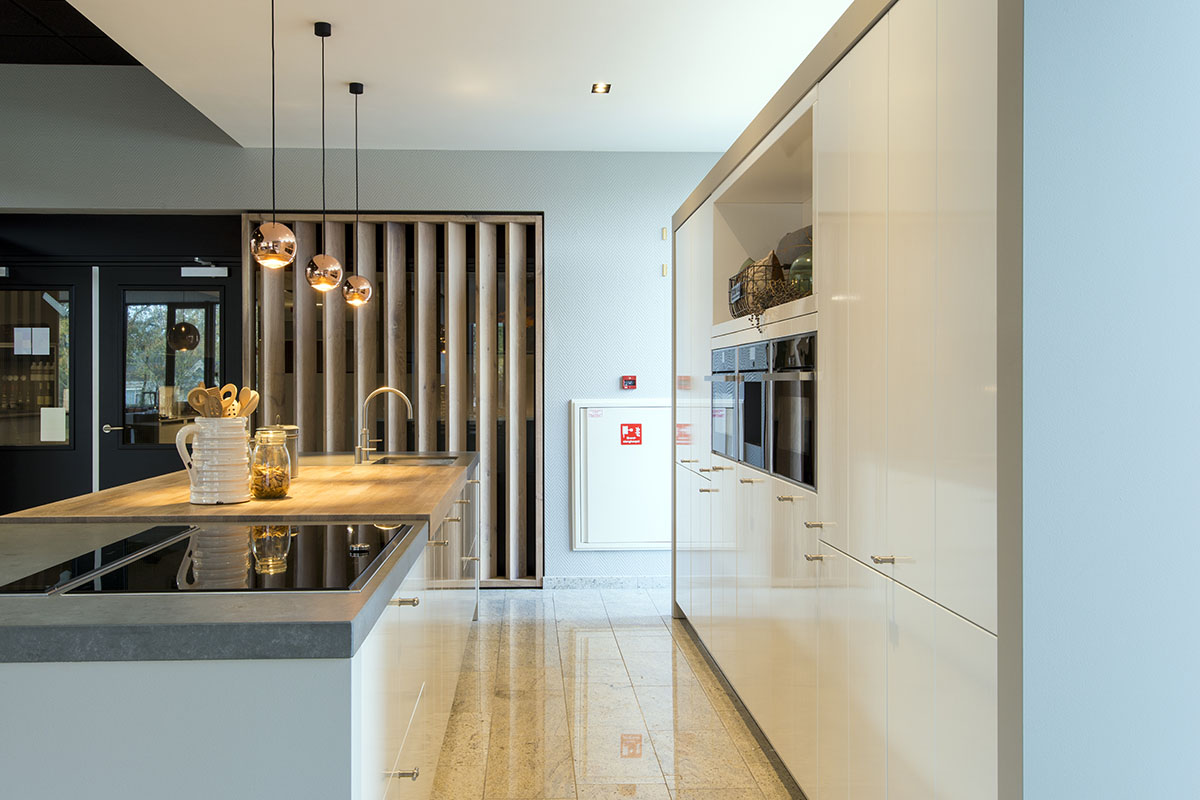 Handgemaakte hoogglans keuken. Lifestyle Design 2:0
