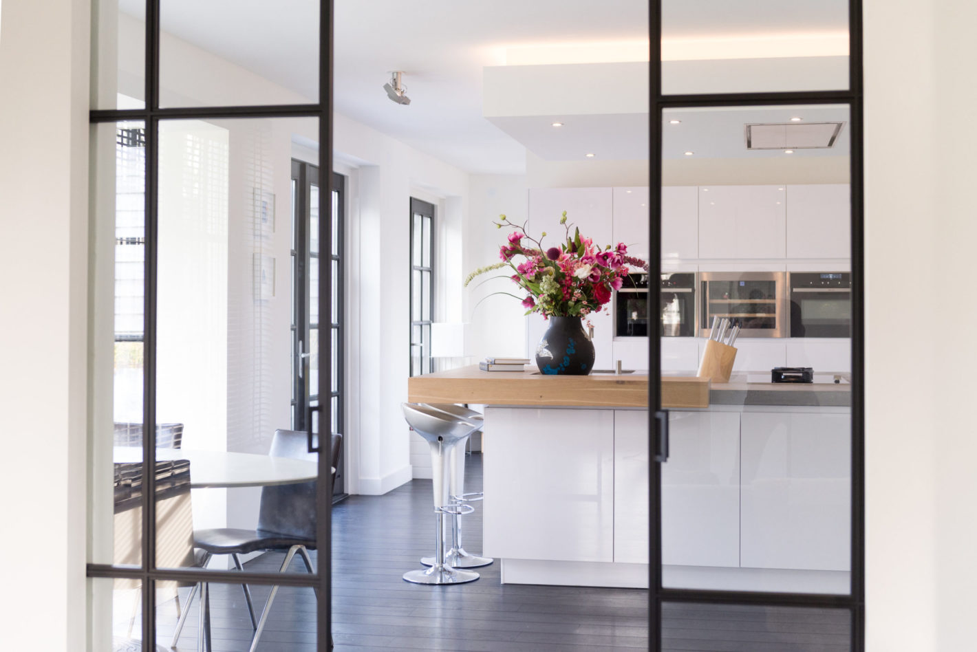 Keuken in Villapark met kookeiland