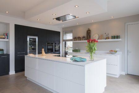 Een keuken met Mooie contrasten van kleur en materialen | Van Manen Keukens