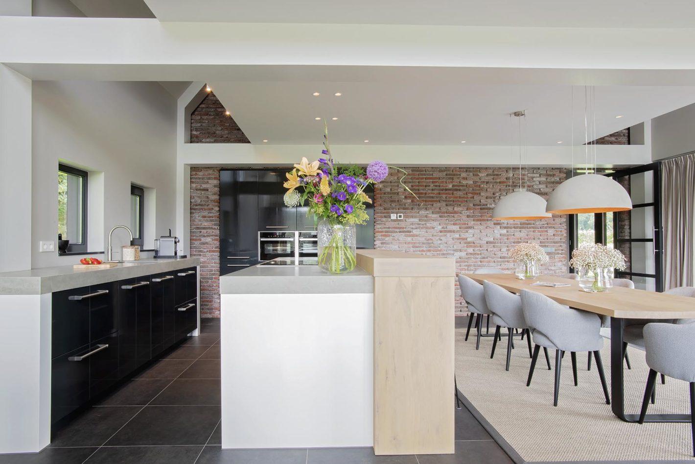 Maatwerk keuken. Middelpunt woonkamer