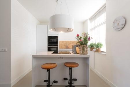 Moderne kookeiland in kleine ruimte