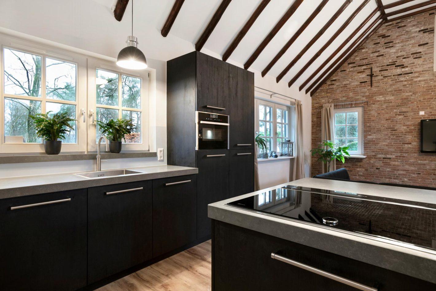 Moderne zwart-wit keuken