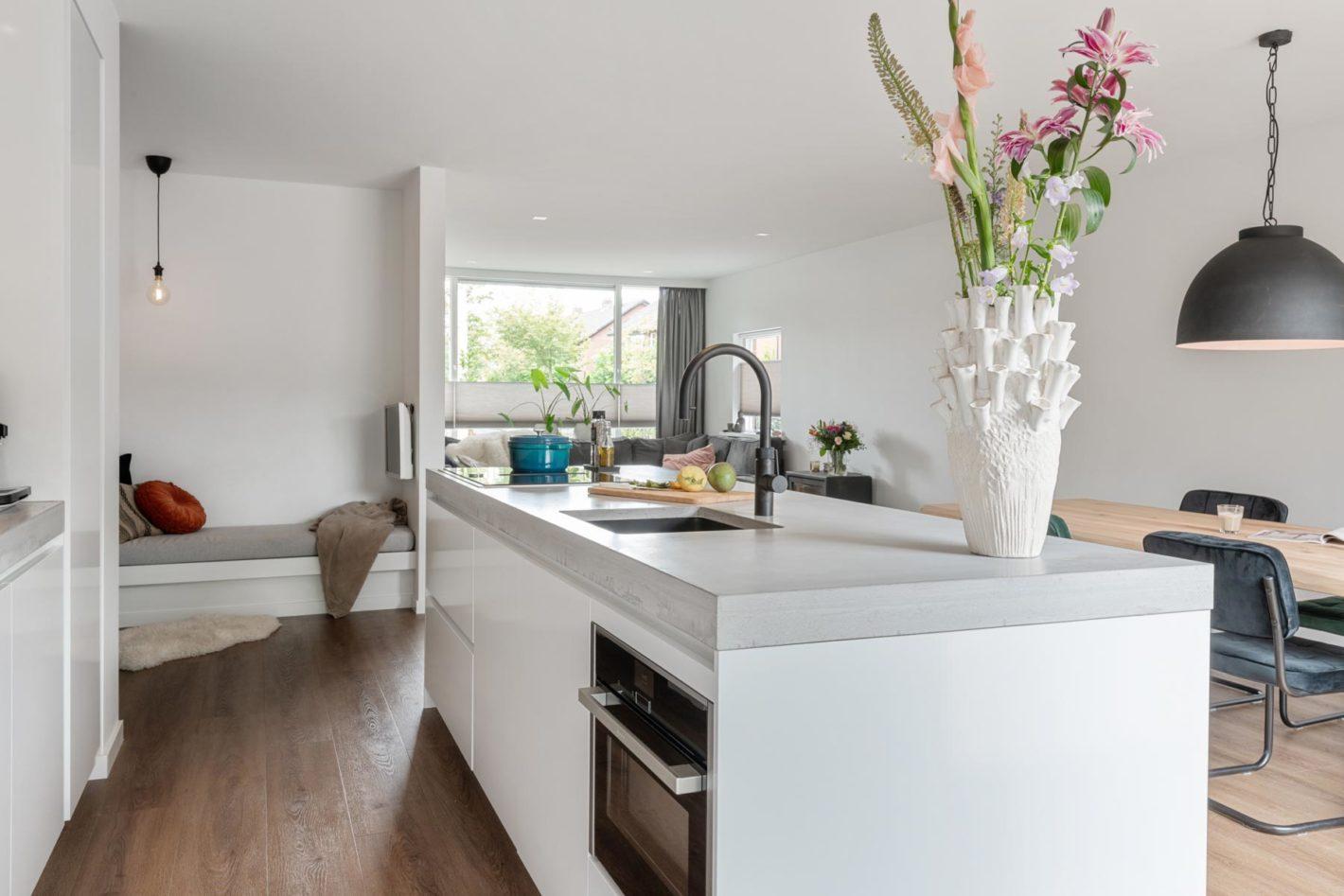 Een praktische en ruime moderne keuken