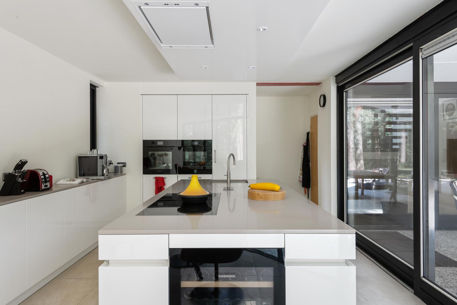 Tijdloze keuken met rustige elementen