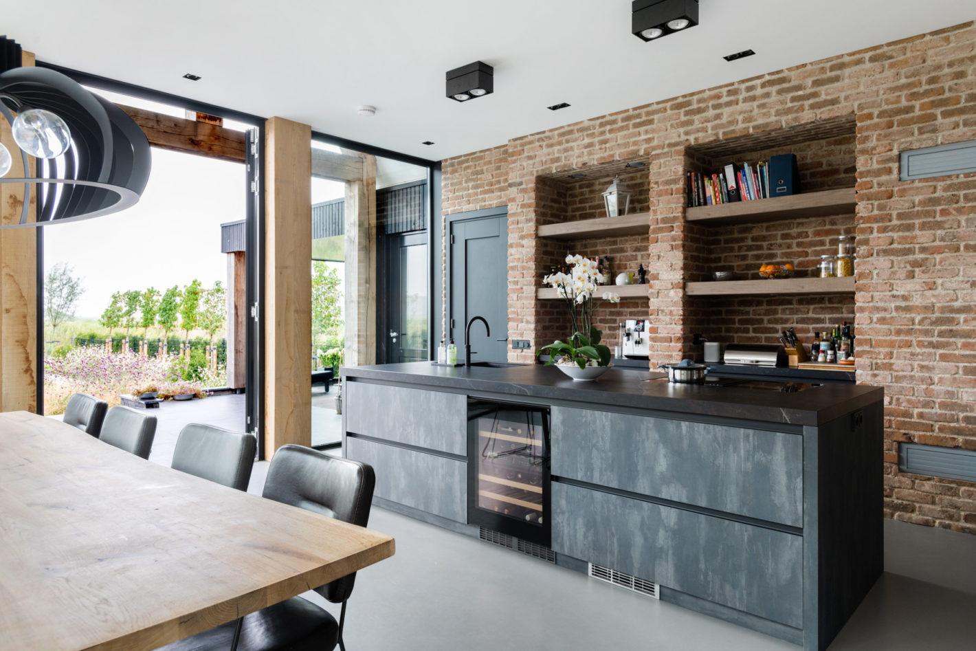 Unieke keuken met blauwstaal