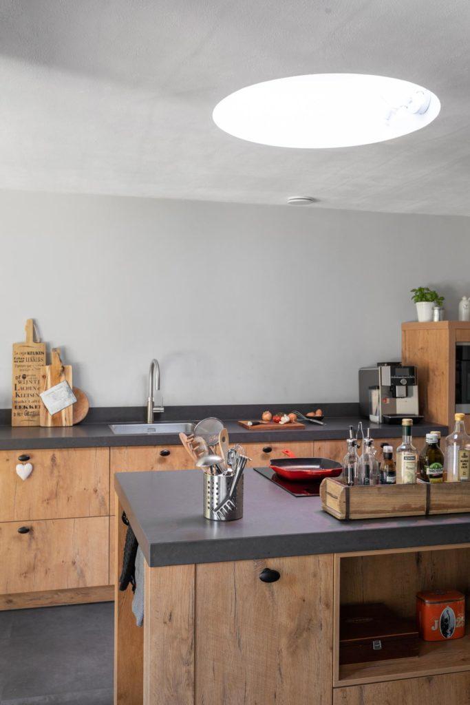 Landelijke keuken met kookeiland