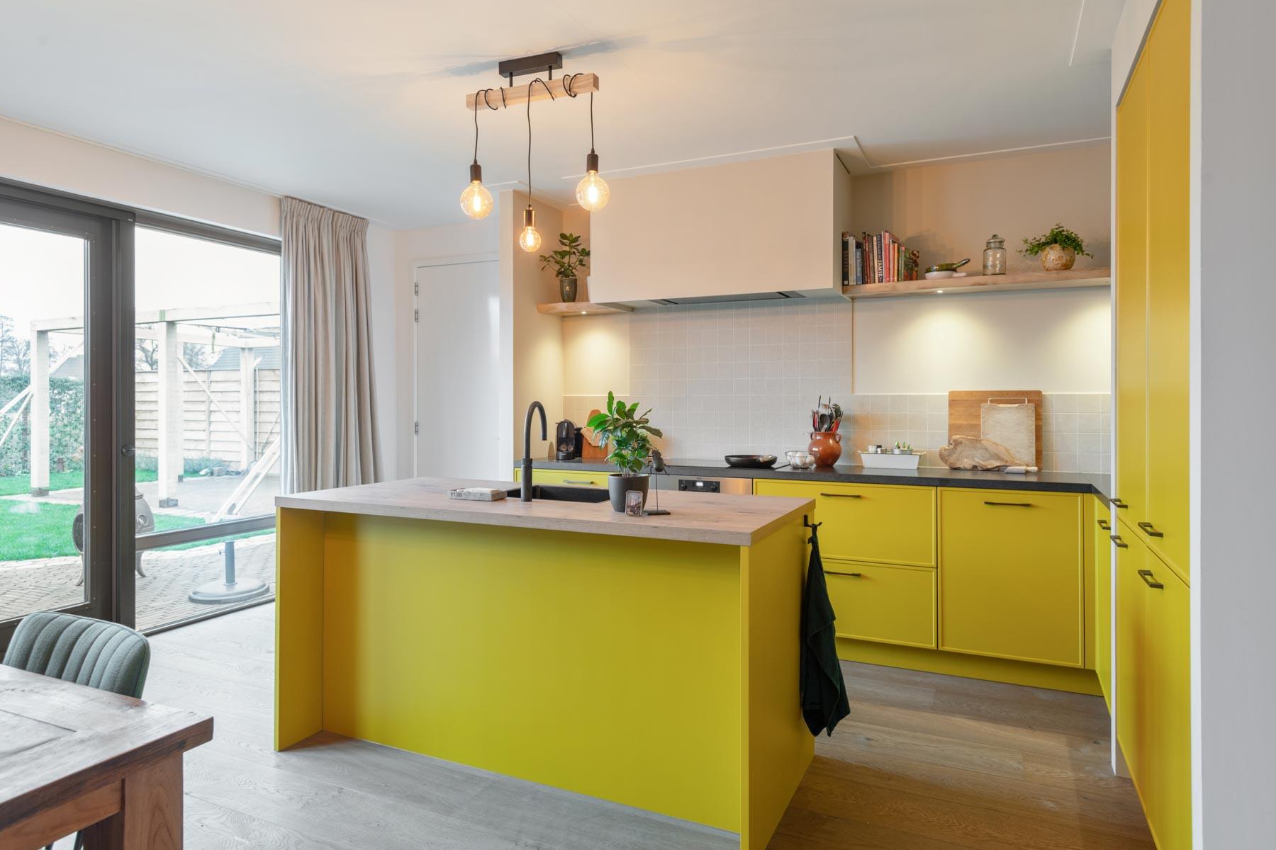 Keuken met uitgesproken kleurstelling